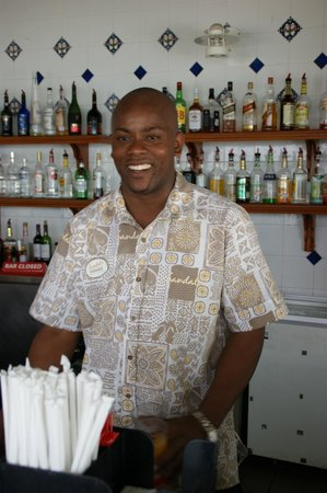 Sandals Halcyon Beach Resort: Ado a great barman