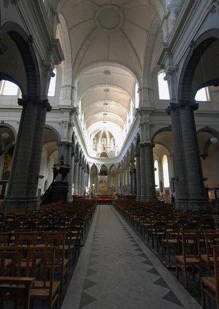 St Peter's Collegiate Church: La nef