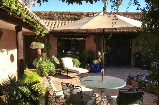 Hacienda del Desierto Bed and Breakfast: Inner courtyard view