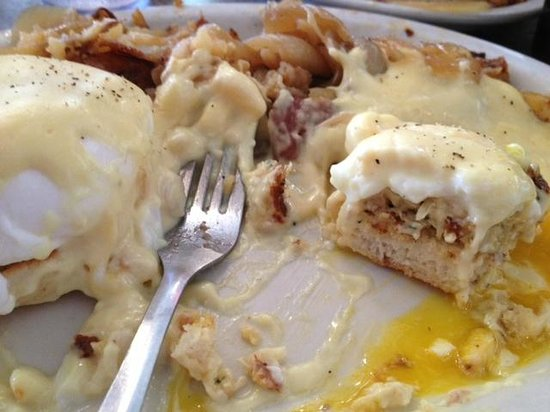 Lenny's Restaurant: Crab Cake Eggs Benedict at Lenny's yum-o!