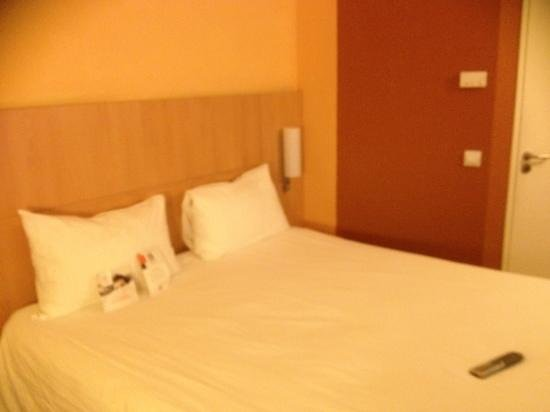 Ibis Alger Aeroport: bed