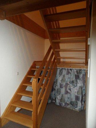 Pullmancity Fereienpark Komfort-Appartements: Treppe nach oben zum Bad und den Doppelzimmern