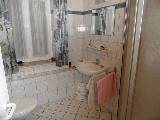 Pullmancity Fereienpark Komfort-Appartements: 2. Toilette mit Dusche