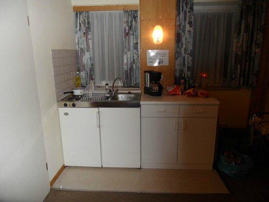 Pullmancity Fereienpark Komfort-Appartements: Küche mit Geschirr