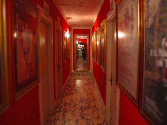 Hotel Biagiotti: I corridoi