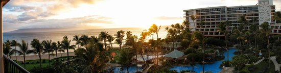 Marriott's Maui Ocean Club  - Lahaina & Napili Towers : Kaanapali beach panoramic view from our room.