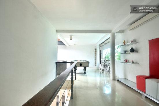 Flat06: 2nd Floor Lobby