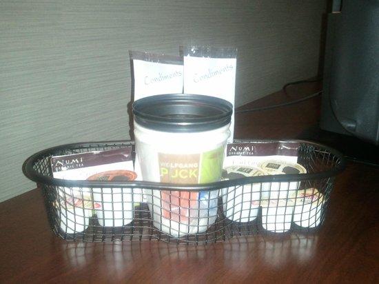 Wyndham Garden Elk Grove Village/O'Hare: In-room Keurig coffee service.