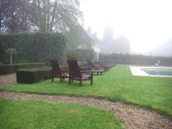 Chateau du Portail : Утром в саду