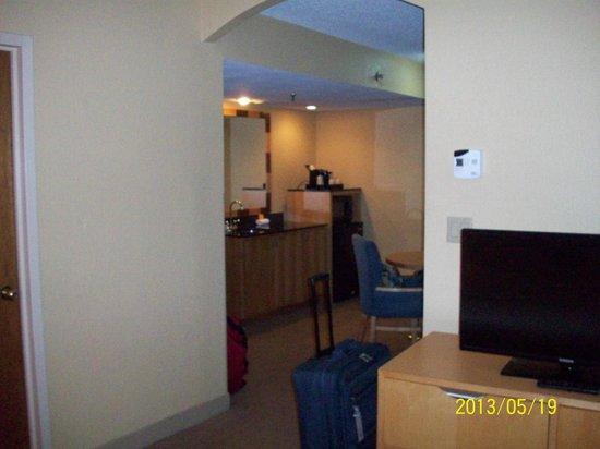 La Quinta Inn & Suites Deerfield Beach I-95: View from bedroom to sitting room