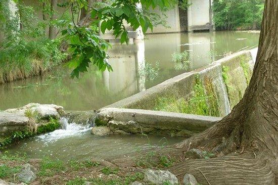 Landmark Inn State Historic Site: Mill dam on the Medina