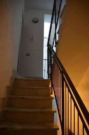 Affittacamere Castello : Escalier d'accès général aux chambres au 3ème étage