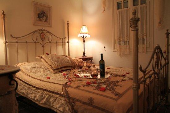 Gerani Sifnos Suites: Apollo suite - Romantic bedroom