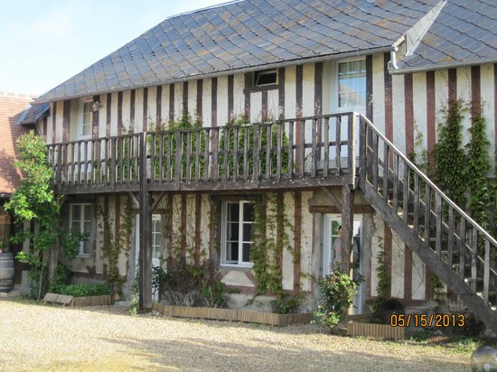 Domaine les Marronniers : Rooms in the building from XVII century