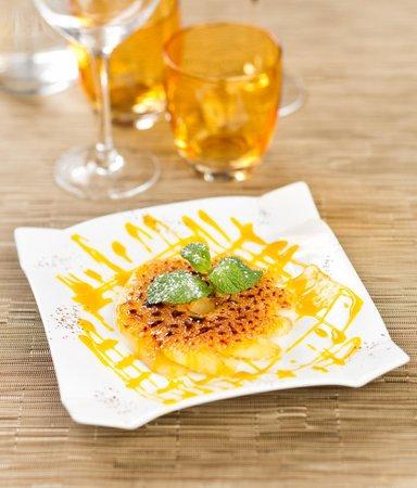 Iyara: Ananas frais caramélisé au rhum, coulis de mangue
