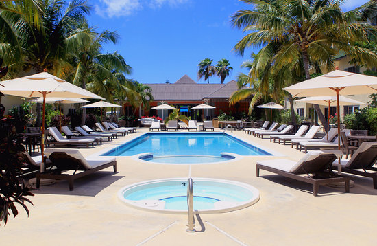 Ports of Call Resort: Tropical Pool Deck