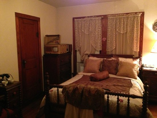 Alla's Historical Bed and Breakfast, Spa & Cabana : Guest Room