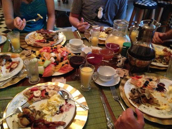 Alla's Historical Bed and Breakfast, Spa & Cabana : Breakfast Feast