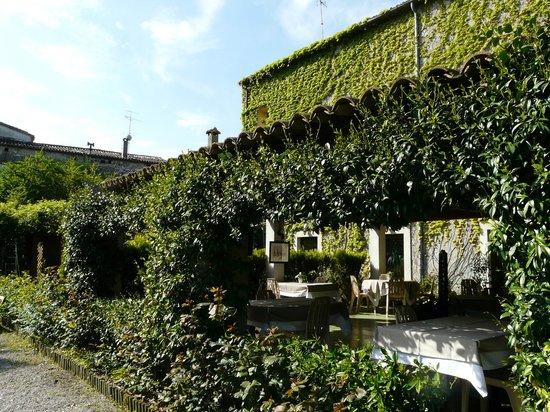 """Les Norias Hotel Restaurant: la """"batisse"""" ancienne manufacture"""