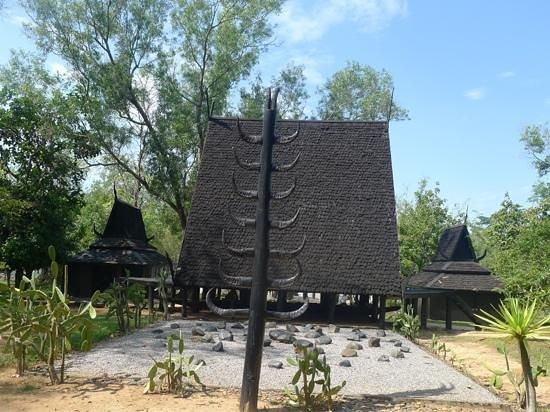 Black arts! - Picture of Baan Dam Museum, Chiang Rai ...