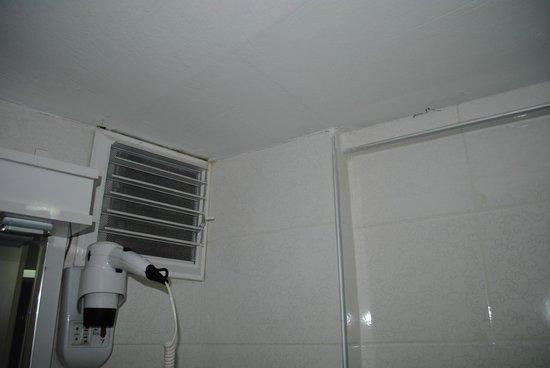 Simper Hotel: Bathroom