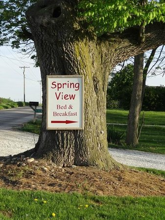 Spring View Bed & Breakfast: Welcome ....just wait until you round the bend