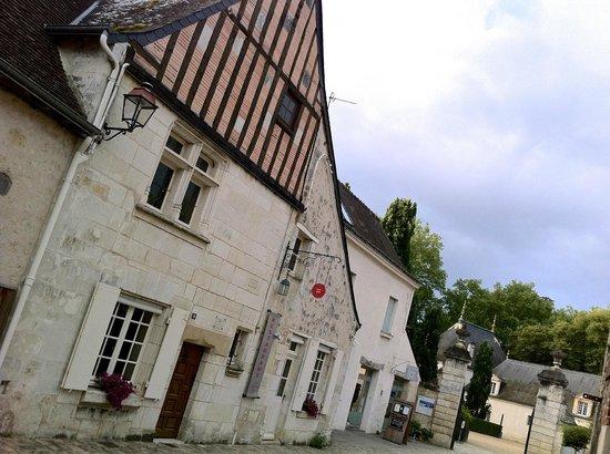 Restaurant Coté Cour : Cote Cour just infront of Chateau Azay Le Rideau