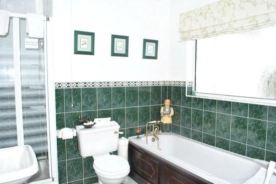 Glenbarry B&B: Shared Bathroom