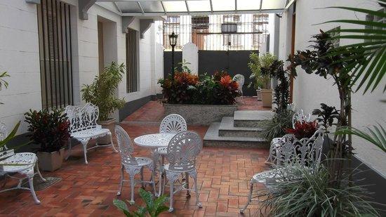 Hotel Monte Alegre: jardim de inverno entre os dois prédios