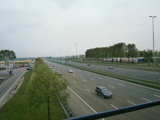 Resto Truck A4 Wegrestaurant: Blick vom Restaurant auf die Autobahn A4