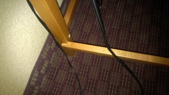 Holiday Inn Santee : broken desk