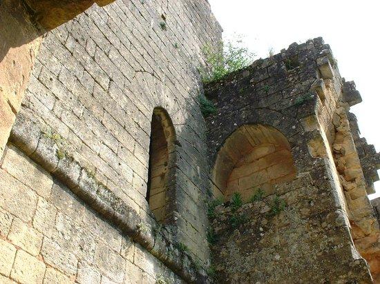 Forteresse de Miremont: Evier seigneurial Donjon