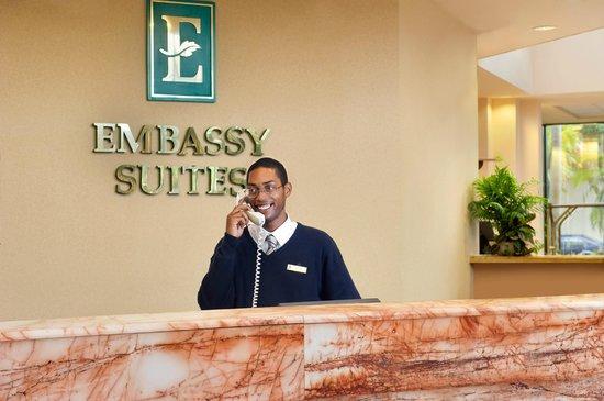 Embassy Suites by Hilton Palm Beach Gardens PGA Boulevard: Front Desk