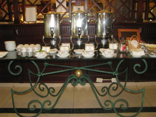 Grand Bahia Principe La Romana: café -thé self service mais aussi servi à table