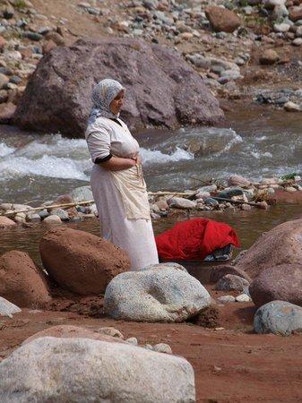 Riad Turquoise: Porteuse de linge