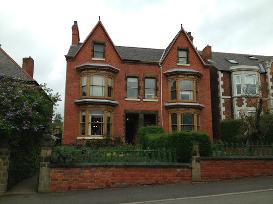 Mr Straw's House: Front elevation