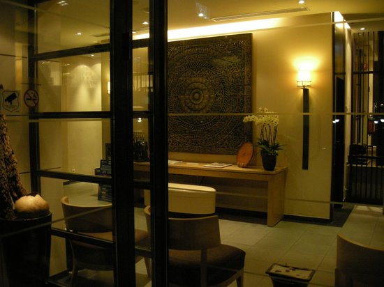 Hotel Jade - Manotel Geneva: Hotel Entrance