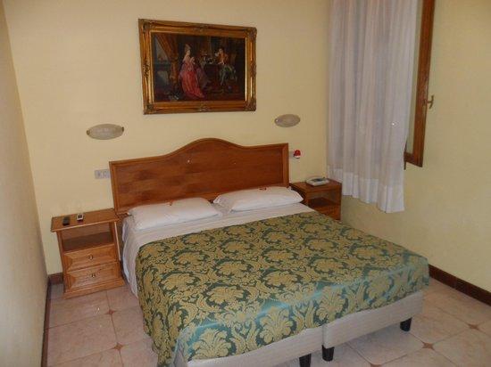 โรงแรมฟลอริดา: habitación