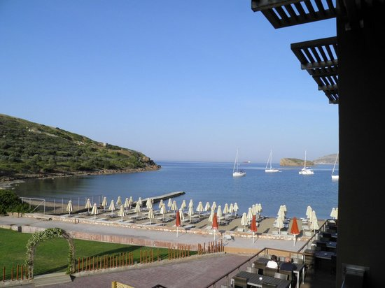 Aegeon Beach Hotel: Aegeon Hotel in Sounio, view from our room