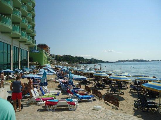 SENTIDO Bilyana Beach: the sand