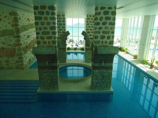 SENTIDO Bilyana Beach: Inside pool