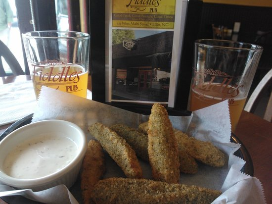 Fiddles Pub: Fried pickles and beer