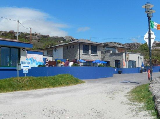 O'Carroll's Cove: Restaurant from the beach
