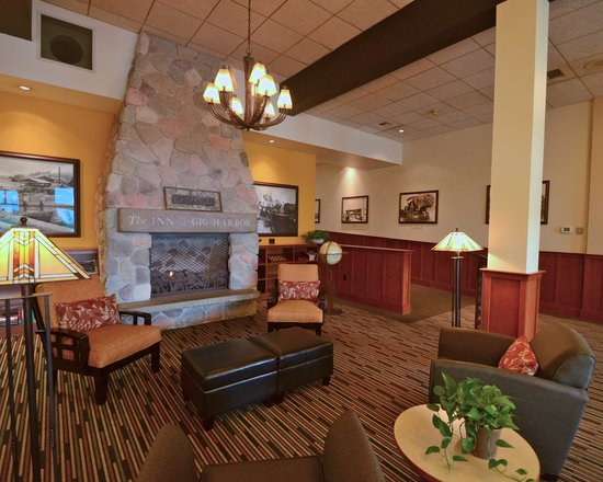 The INN at Gig Harbor : Our beautifully arranged and decorated lobby