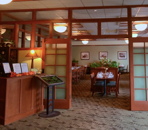 The INN at Gig Harbor : The Heritage Restaurant - located by the lobby!