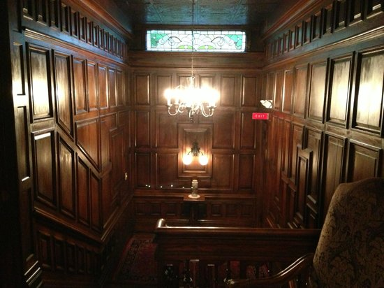 Cedar Crest Inn: Top of Stairs