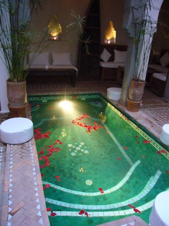 Riad Shambala: Too cold when we were there to swim, but good for sore feet.
