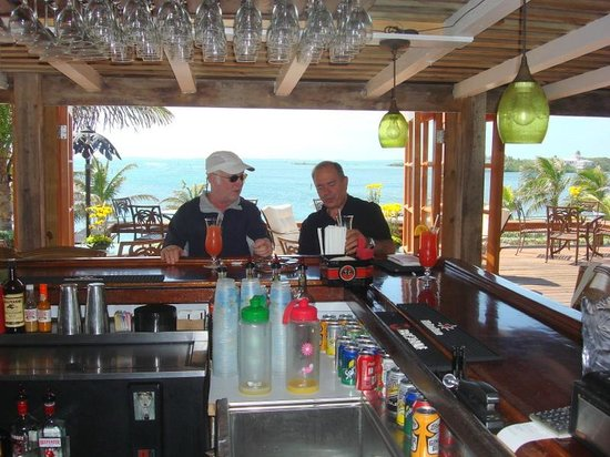 Abaco Inn: Bar with a view