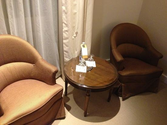 Hotel Bristol: Sitting Area