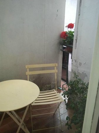 Affittacamere La Camelia: Piccolo balcone cieco